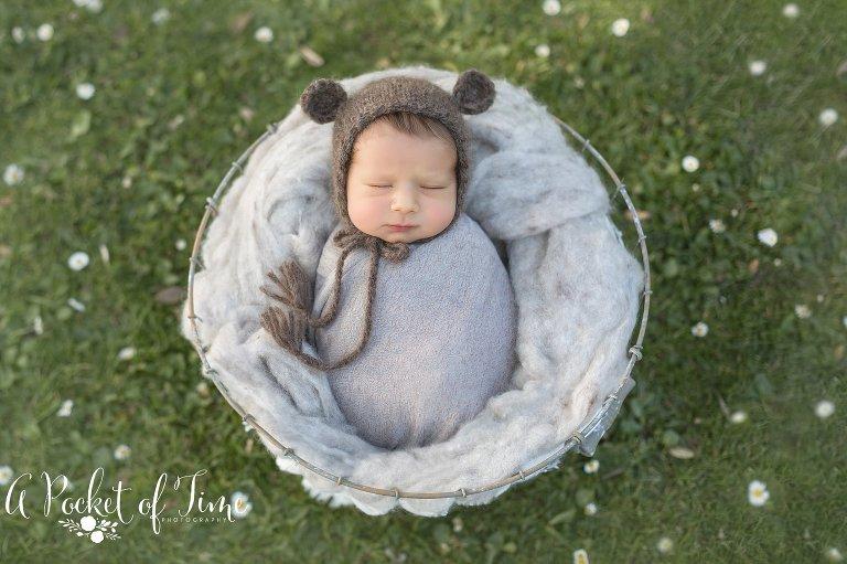 Outdoor newborn photography 0793 jpg