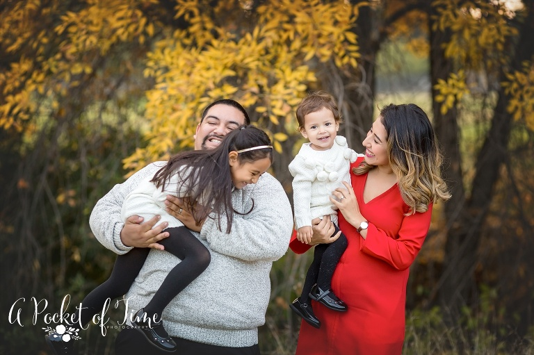 Family photography shoot at a park in the san Fernando valley by a pocket of time photography
