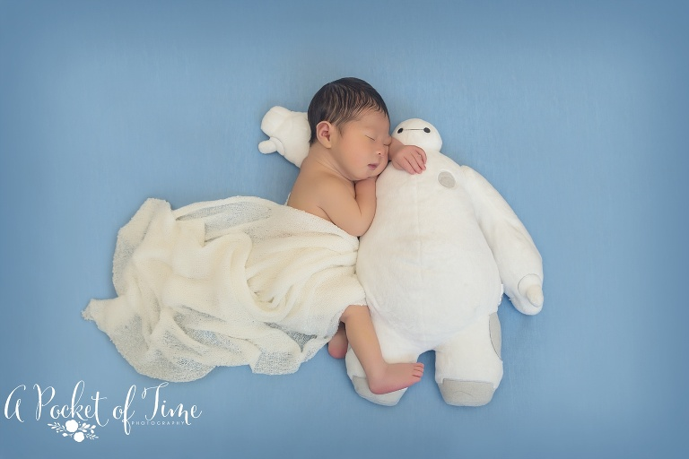 Los Angeles outdoor newborn photo by A Pocket of Time Photography